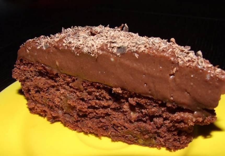 Ciasto bezowe z orzechami i czekoladą