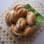 Drożdżowe pierogi ze szpinakiem i serem feta
