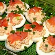 Jajka faszerowane z łososiem