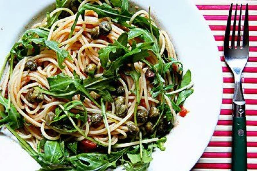 Spaghetti z rukolą.
