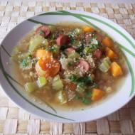 Potrawka z soczewicy z parówkami i warzywami