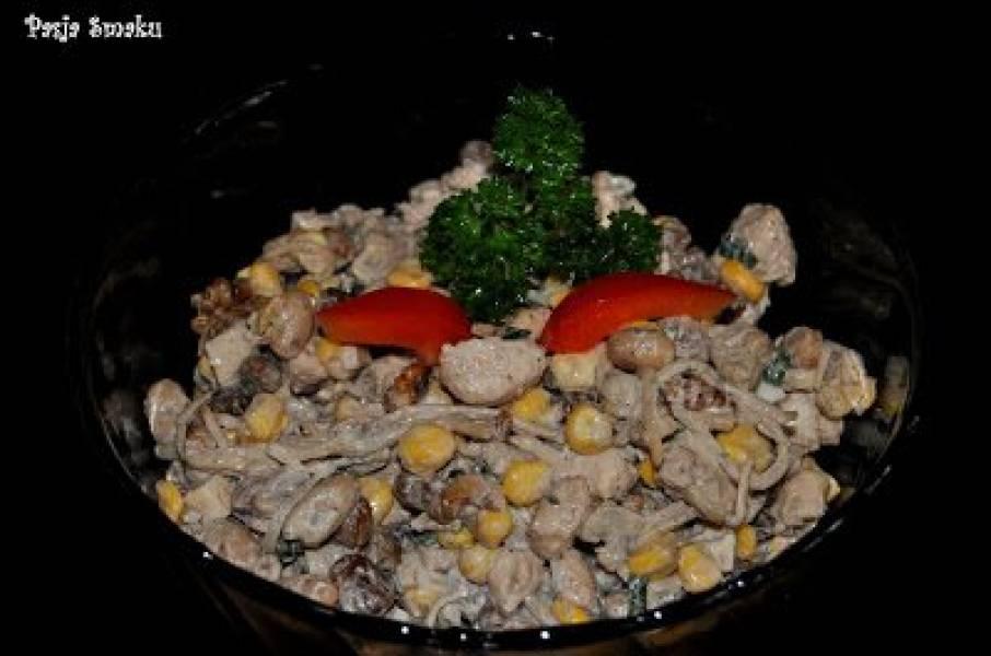 Sałatka z kurczakiem i orzechami