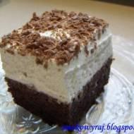 Delikatna Wuzetka, czyli czekoladowe ciasto pod puszystą pierzynką z bitej śmietanki :)