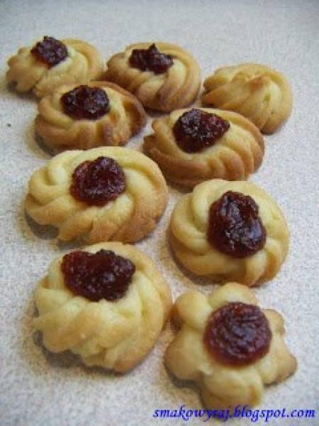 Ciasteczka komercyjne, czyli kruche ciasteczka z marmoladą
