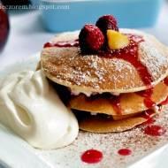 Pancakes z malinami i brzoskwiniami, czyli sobotnie śniadanie mistrzów