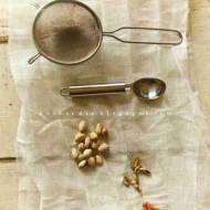 Wszystko w nim jest poezją. Shrikhand - jogurt, szafran, kardamon, pistacje..