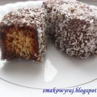 Lamingtony, czyli ciasteczka - kosteczki rumowe, skąpane w wiórze orzecha kokosowego