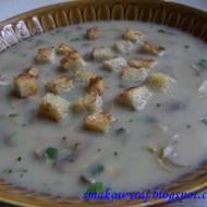 Zupa pieczarkowa z chrupiącymi grzankami