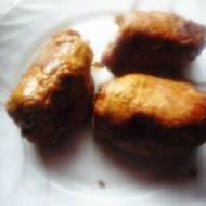 Roladki schabowe z boczkiem parzonym, żółtym serem, pieczarkami, ogórkiem kiszonym.