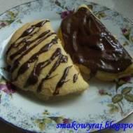Biszkoptowe omleciki z śmietankowo – adwokatową nutą i czekoladą