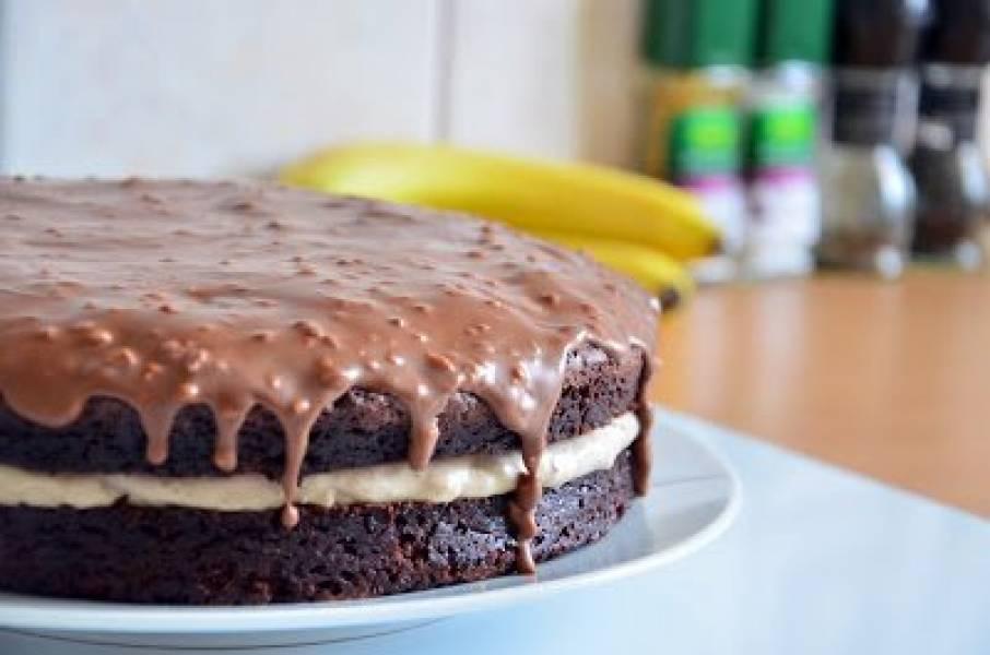 Boskie ciasto czekoladowe z kremem bananowym oraz polewą czekoladowo-orzechową