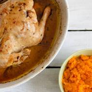 Kurczak pieczony z cytryną i rozmarynem oraz duszona marchewka