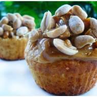 Muffiny snickers – z karmelem i orzechami