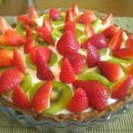 Tarta z serkiem mascarpone, truskawkami i kiwi