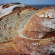 Domowy chleb z prażoną cebulką