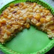 Przepyszna domowa pizza na cienkim spodzie na słodko - z ananasami i brzoskwiniami.