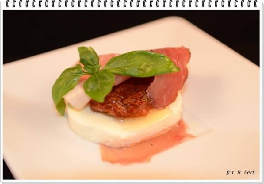 C - Mozzarella, suszony pomidor i szynka parmeńska w roli ekspresowej przystawki
