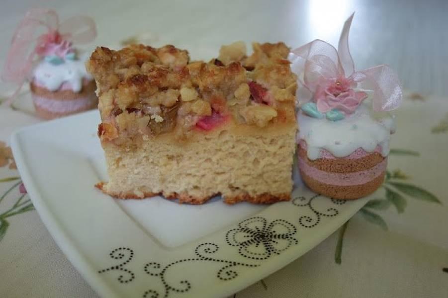 Najlepsze ciasto drożdżowe z rabarbarem i kruszonką