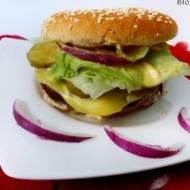 Domowe hamburgery z kotletem wołowym i serkiem topionym