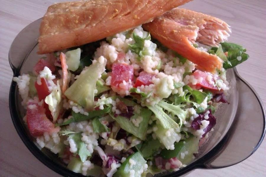 Szybka sałatka na mały głód - z kuskusem  i warzywami