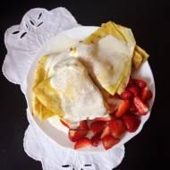 Tradycyjne naleśniki z truskawkami