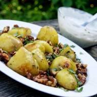 Młode ziemniaki pieczone z orzechami:)