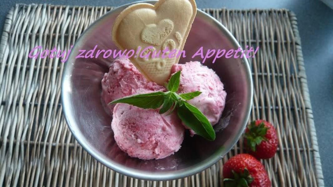 Lody,lody....niskokaloryczne truskawkowe i chałwowe na bazie jogurtu