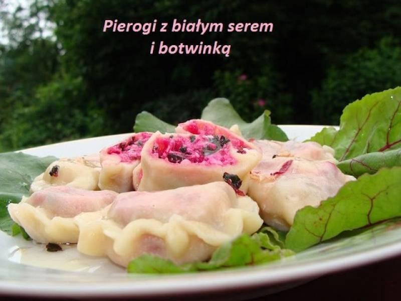Pierogi białym serem i botwinką