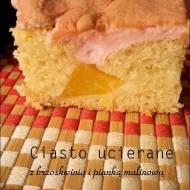 Ciasto ucierane z brzoskwiniami i malinową pianką
