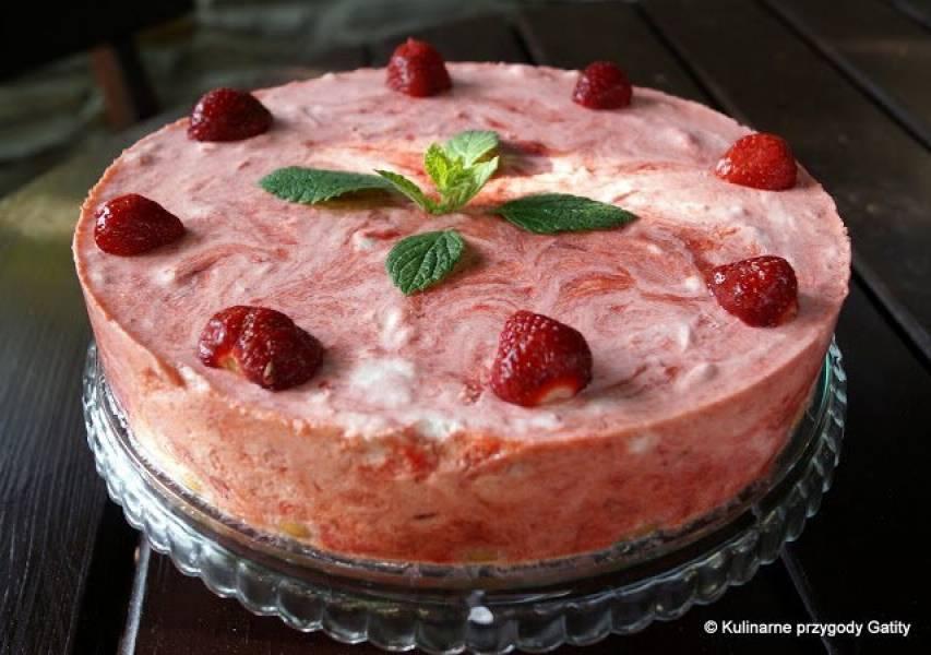 Truskawkowo-rabarbarowe ciasto na zimno