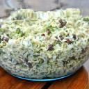Sałatka z makaronem z zupki chińskiej i brokułami