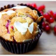 Muffinki z czerwoną porzeczką.