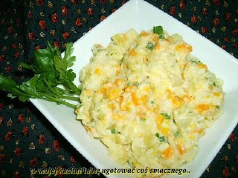 sałatka z młodych warzyw,małosolnym ogórkiem i swojskim majonezem...