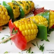 Szaszłyki z papryką i kukurydzą
