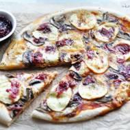 Pizza z oscypkiem, żurawiną i pieczarkami oraz konkurs