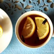 Rozgrzewająca herbata z goździkami, cytryną i miodem