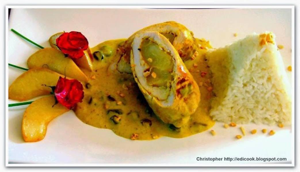 Roladki z kurczaka z gruszką na sosie curry.