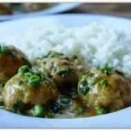 Klopsiki z indyka w sosie curry.