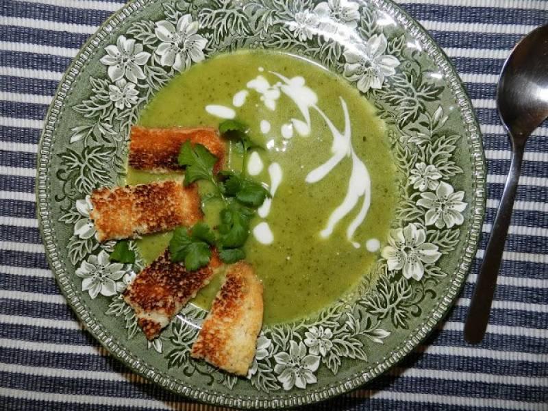 Zupa brokułowa z groszkiem i ziemniakami