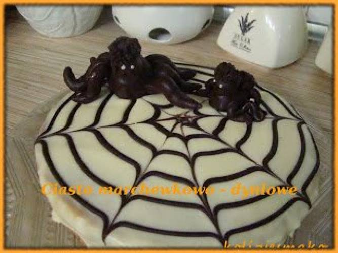 Ciasto marchewkowo-dyniowe na Halloween