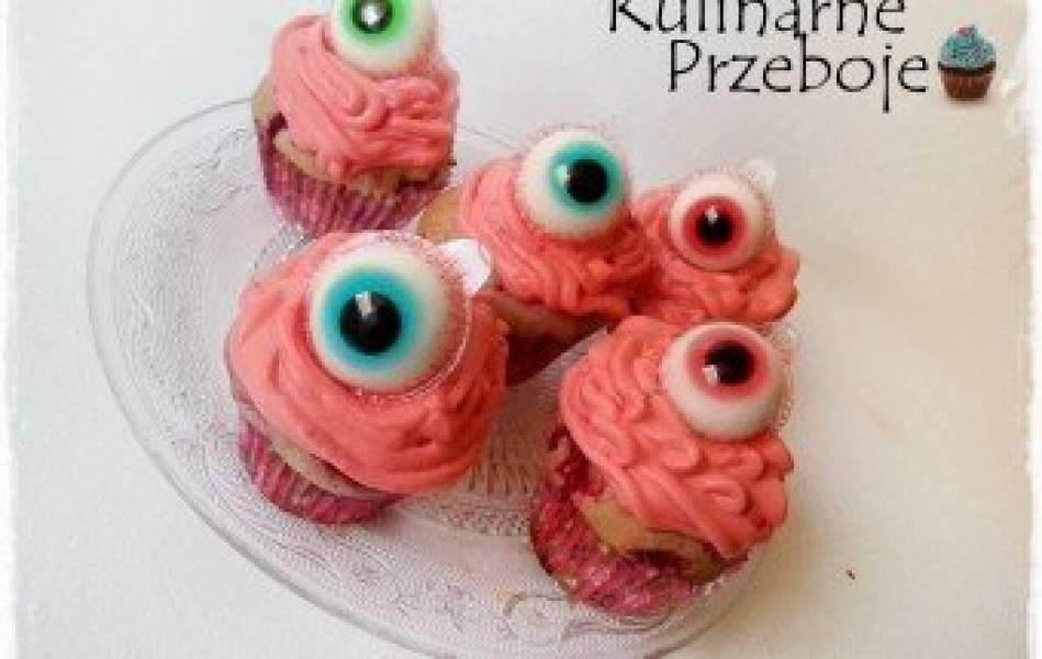 Muffiny malinowe z 'oczami' na Halloween