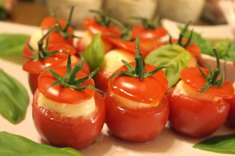 Przekąski - faszerowane pomidorki