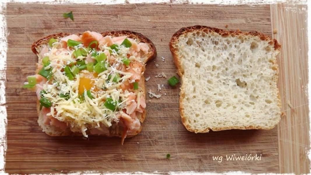 Jajko, wędzony łosoś i cheddar, w ciepłej kanapce czyli Środowe Rybki odc.32