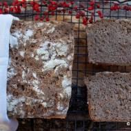 Chleb na żytnim zakwasie z ziarnem orkiszu