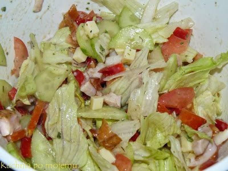 Przepis Na Salatka Z Kurczakiem Wedzonym Doskonala Na Lekka Kolacje