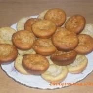 Muffinki z budyniem i wiórkami kokosowymi