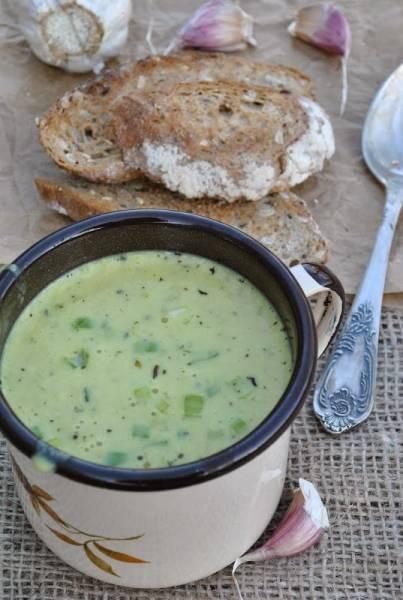 Naturalne antybiotyki w zupie z pieczonego czosnku