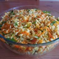 Sałatka z makaronem ryżowym i rukolą