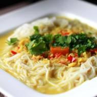 Curry laksa – rozgrzewająca zupa z makaron ryżowym z chilli, imbirem i trawą cytrynową