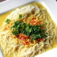 Rozgrzewający makaron vermicelli z chilli, imbirem i trawą cytrynową